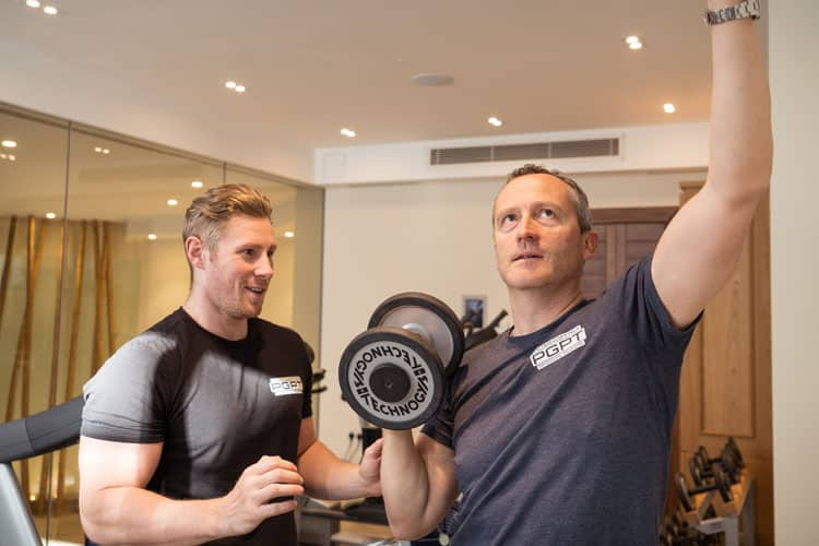 Client receiving advice from a mobile personal trainer